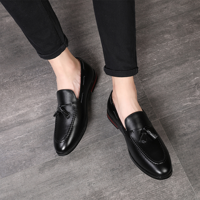 77f559b3c0 US $29.11 30% OFF|Yomior Autumn British Breathable Men Casual Leather Shoes  Fashion Tassel Formal Dress Oxfords Party Wedding Sapato Masculino-in ...
