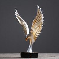 Kreatywny Roc ptak rozprzestrzenia się skrzydła szafka do wina wystrój domu Ornament Model pokój biurowy rzemiosło meble abstrakcyjne rzeźby prezent w Posągi i rzeźby od Dom i ogród na