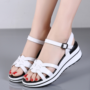 Image 4 - STQ 2020 Summer Women Sandals Black Flat Platform Sandals Women Wedge Beach Flip Flops Ladies Flat Heel Gladiator Sandals 3593