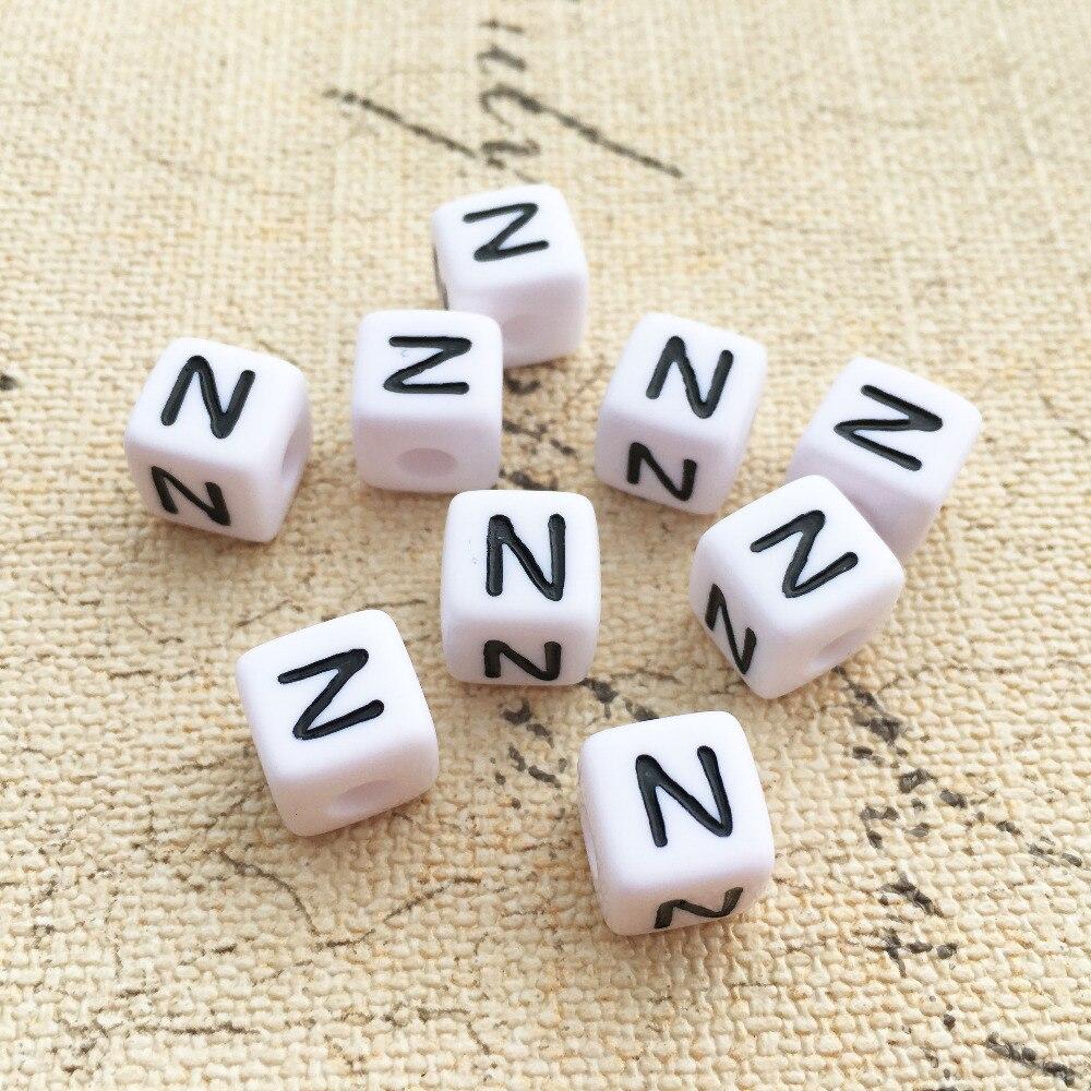 Prix pour Acrylique Unique Lettre N Perles Mini Ordre 100 PCS Cube Alphabet Perles 10*10 MM Carré Alphabet Initiale Bijoux perles