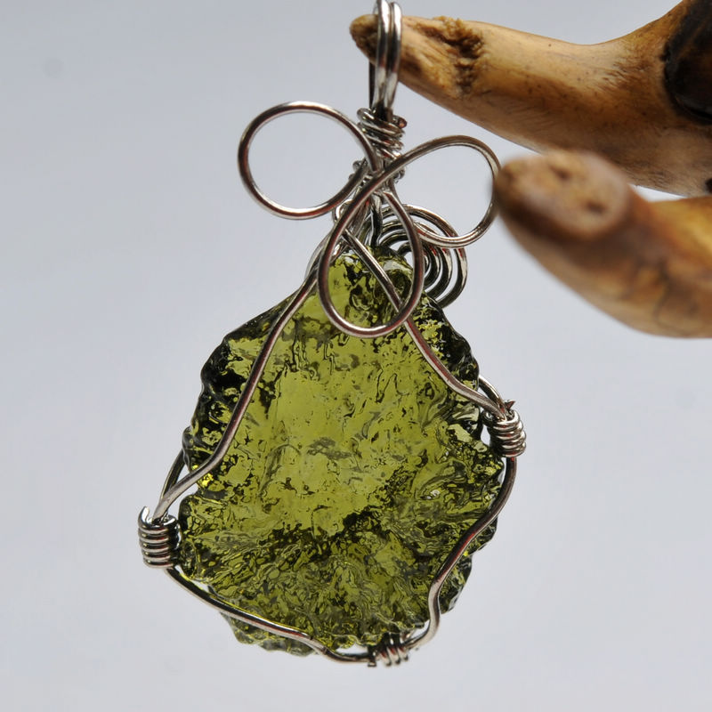 Hot Sale A++ Natural Moldavite Green Aerolites Crystal Falling Stone Pendant Energy Apotropaic 4g-6g/ Lot + Free Rope Necklace