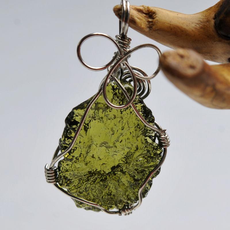 Hot Sale A++ Natural Moldavite green aerolites crystal Falling stone pendant energy apotropaic 4g-6g/ lot + free rope Necklace(China)