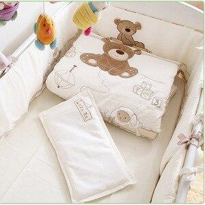 Image 4 - 9 個綿ベビーベッド寝具セット新生児漫画クマのベビーベッドの寝具着脱式キルト枕バンパーシートベビーベッドリネン 4 サイズ