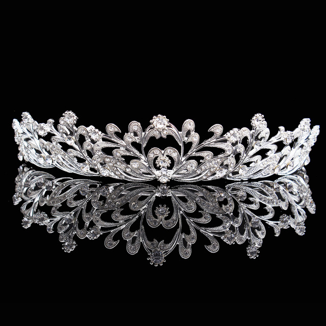 Charming Rhinestone Heart Flower Design Tiara Crown Headband Wedding Bridal  Party Birthday Women Girl Half Tiaras 8f7600f3cdd7