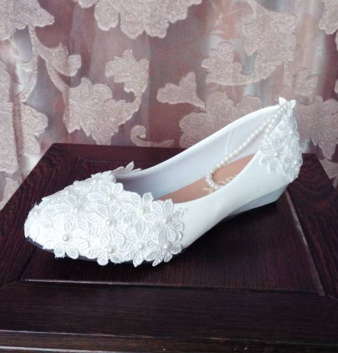 3cm wedges heel white lace wedding shoes for woman ankle sweet beading elastic straps brides bridesmaid lady party dress shoes ivory fashion lace flowers flat heel wedding shoes woman pearls ankle beading beaded anklet sweet flower girls bridesmaid shoes