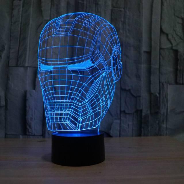 1X luz de La Noche de Colores de Acrílico 3D Iron Man Mask Forma LED Lámpara de mesa de Luz del Escritorio para el Muchacho Chirdren Dormitorio de Dibujos Animados 3D del estado de Ánimo luz