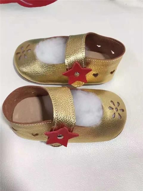Cuero Genuino de la manera Del Bebé estrella Zapatos mary jane oro láser corte Niños Niñas Mocasines Primeros Caminante Infantil Suave Suela bebé zapato