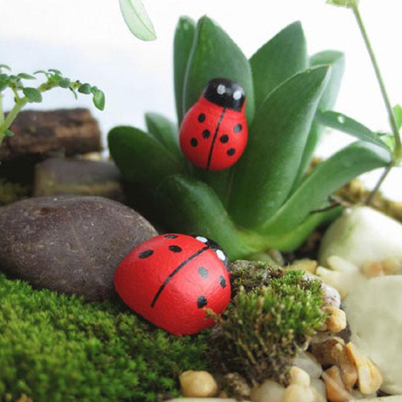 100 Pcs/ Pack Wooden Ladybird Ladybug Sticker Children Kids Painted Adhesive Back DIY Craft Home Party Holiday Decor Hot XHC88