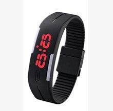 cd018686bbe6 2018 sección de actualización impermeable LED pulsera niños mujeres reloj  hombres reloj de pulsera Digital deportes