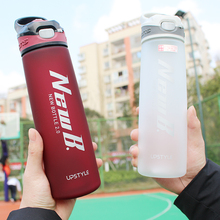 زجاجة مشروب بروتين مصل اللبن سعة 750/600 مللي لزجاجات المياه مع القش للسفر في الهواء الطلق محمولة أدوات شرب بلاستيك تريتان