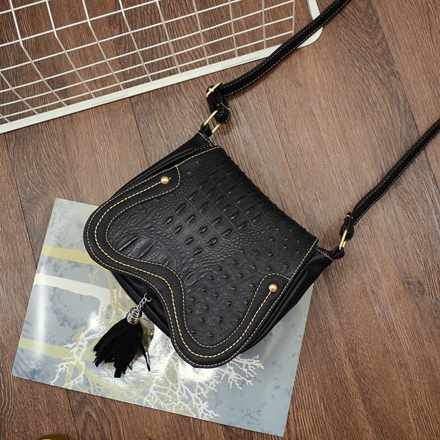 Fashion Women Vintage Hollow Out Small Handbags bolsas feminina Messenger Bags Girls Saddle Crossbody School Bag Ladies