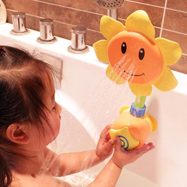 2017 Limitada Nova Unisex Borracha Pato Crianças Bebê Chuveiro Do Banheiro girassol A Torneira Spray de Água Brinquedos de Banho Criança Presente Aleatório cor