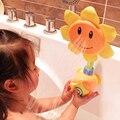 2017 Limitada Nuevo Unisex Niños Baby Shower Baño Pato De Goma girasol El Grifo de Baño Agua Pulverizada Juguetes Kid Regalo Al Azar Color