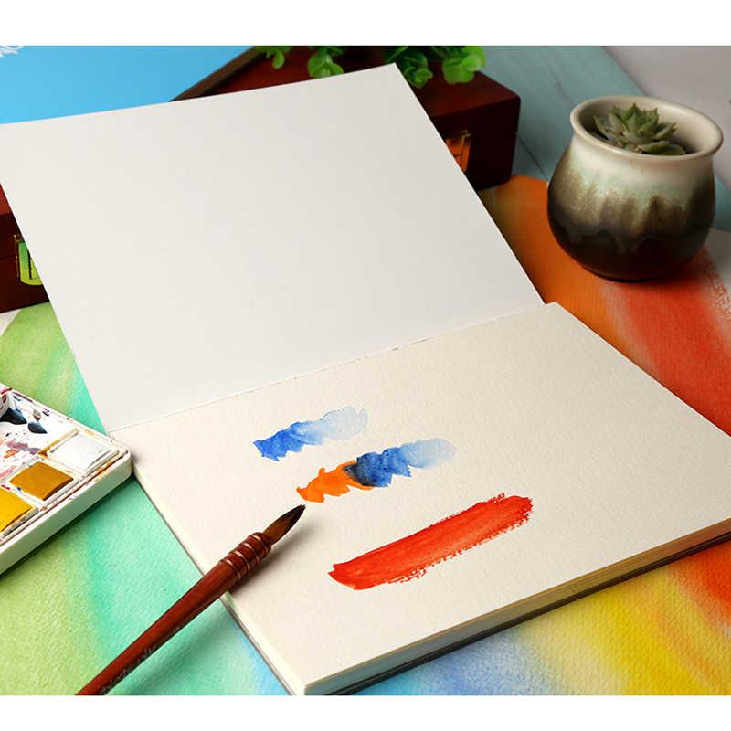 Livre aquarelle, livre de croquis de voyage, simplicité dessinée à la main, livre de graffiti vierge des étudiants avec des fournitures d'art en papier aquarelle