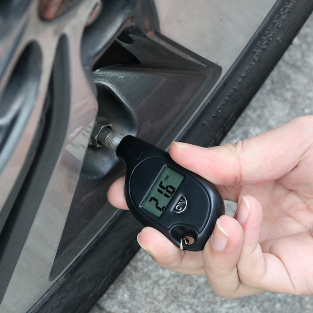 Mini Keychain style Tire Gauge Digital LCD display Car Tyre Air Pressure tester meter Car Auto Motorcycle tire Safety alarm
