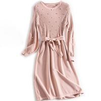 Женственное трикотажное платье с бусинами