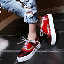 2019 Tennis Shoes Women Lace Up Patent Leather Med Heel Pumps Punk Goth Platform Oxfords Lady Low Top Party Creepers
