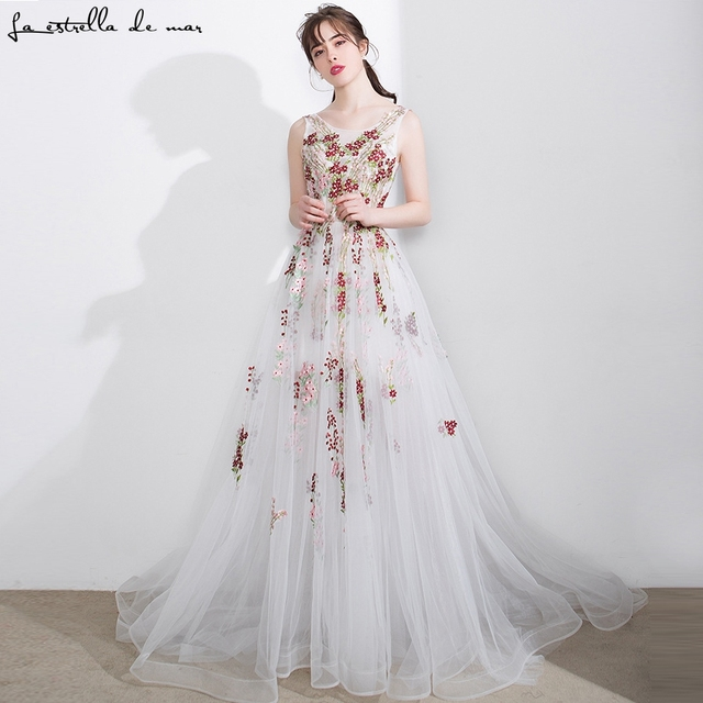 Vestido madrinha casamento longo2018 new sexy v neck tulle embroidery  flower pattern beige bridesmaid dress see gaun pesta dewas 9a30b11e325e