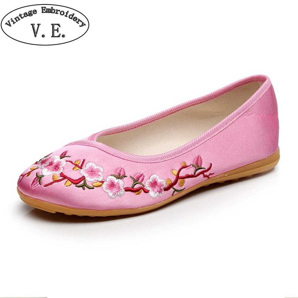 Vintage Embroidery Chinese Old Beijing Shoes Woman Plum Embroidered Slip On Women Flats Ballet Dancers Shoes Sapato Feminino 2018 bride red wedding shoes old beijing national wind embroidered cloth shoes chinese retro tassels show shoes