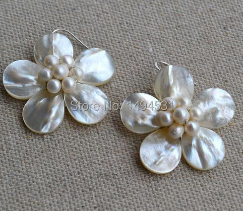 Wholesale Pearl Earrings White Color Natural Shell Genuine