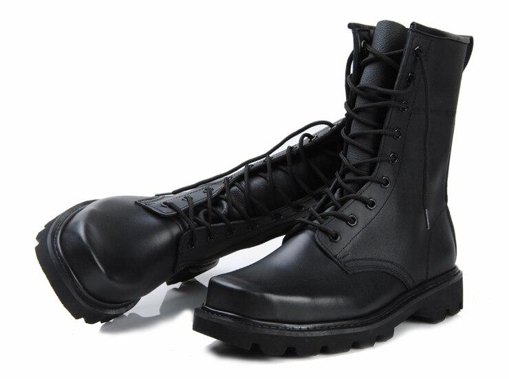 combate de tamanho e botas de trabalho