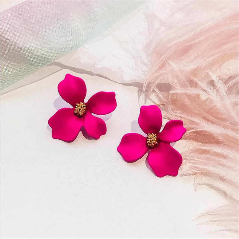 New Fashion Stud Earrings For Women Classic Trendy Cute Lovely Flower Or Crystal Earrings Wholesale