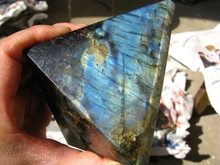 RAINBOW  NATURAL PRETTY  LABRADORITE CRYSTAL PYRAMID HEALING 840g