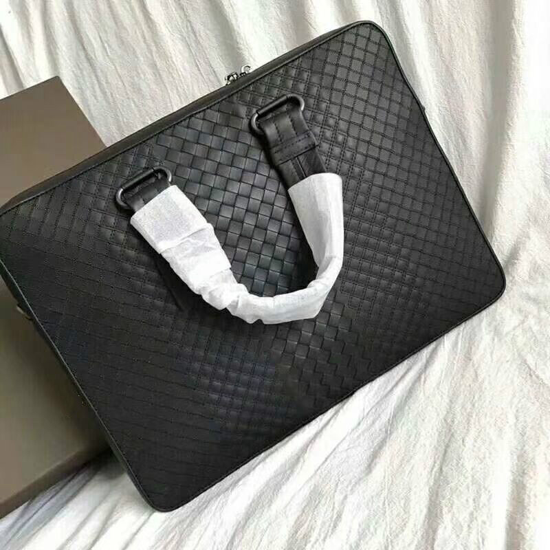 2018 New Fashion Genuine Leather Famous Brand men briefcase,15inch Cowhide Woven Luxury Designer cross-body shoulder bag genuine leather men briefcase new fashion commercial laptop briefcase cross body shoulder bag n073