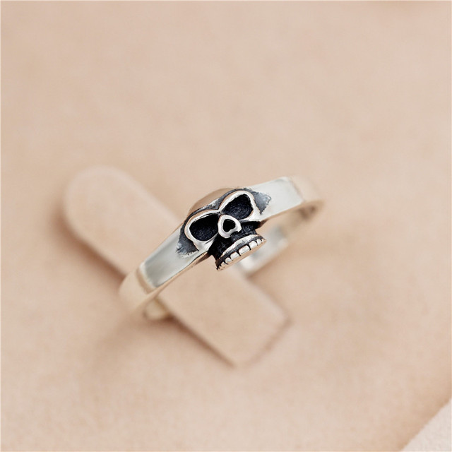 brixini.com - The Minimalist Skull Ring