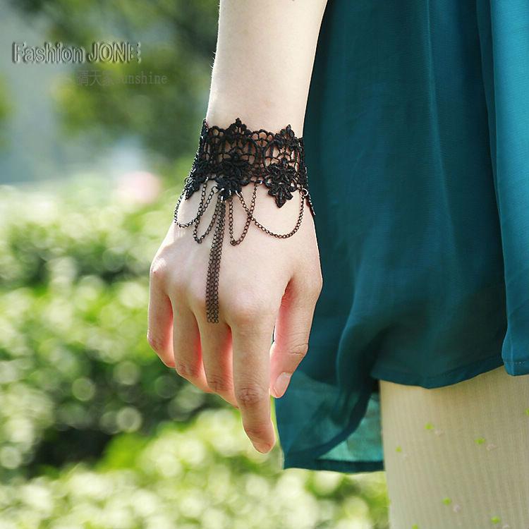 ᐃLas mujeres hechas a mano negro de punto de encaje de flores en ...