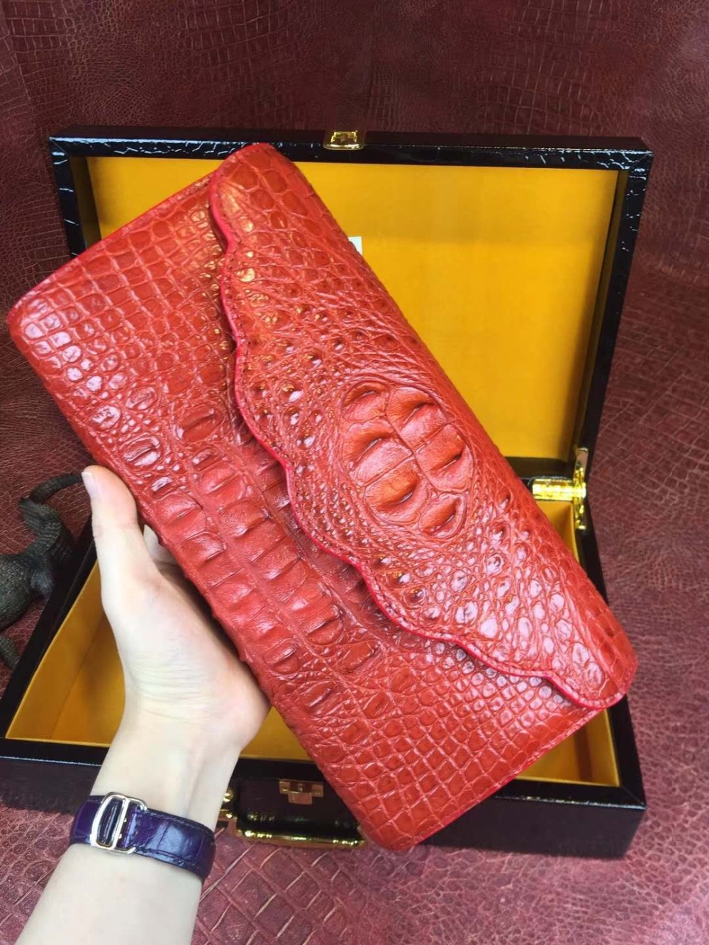 Top quality 100% genuine real crocodile leather head skin women tote shoulder cross body lady bag with gold chain strap purple stylish women s tote bag with clip closure and crocodile print design