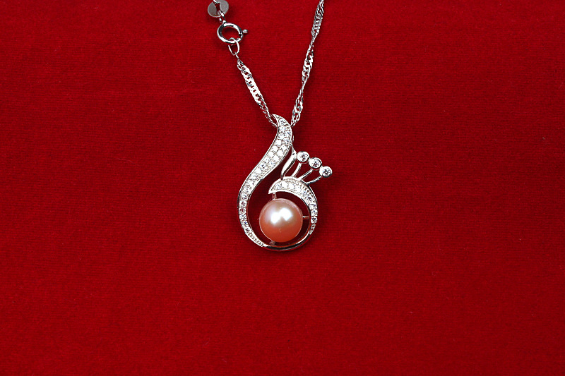 цена GUP46 Delicate women jewelry, phoenix mouth with a pearl pendant,925 sterling silver necklace for graceful lady