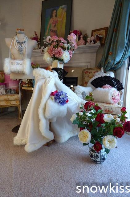 de54c69f8 Long Satin white Wedding Cloak Fur Trim Junior Bridesmaid Cape for ...