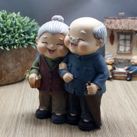 Watch the old man with a Book Lover's swing resin Woman saving pot kissing dolls statues Home decoration dies
