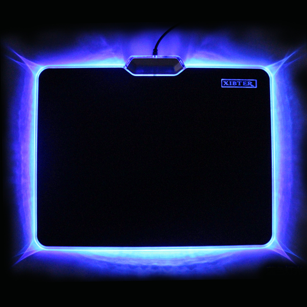 Venta caliente Cool Glowing Mouse Pad 300x240mm antideslizante parte inferior de goma LED Light Edge Mousepad para computadora portátil de escritorio PC Board Video Game