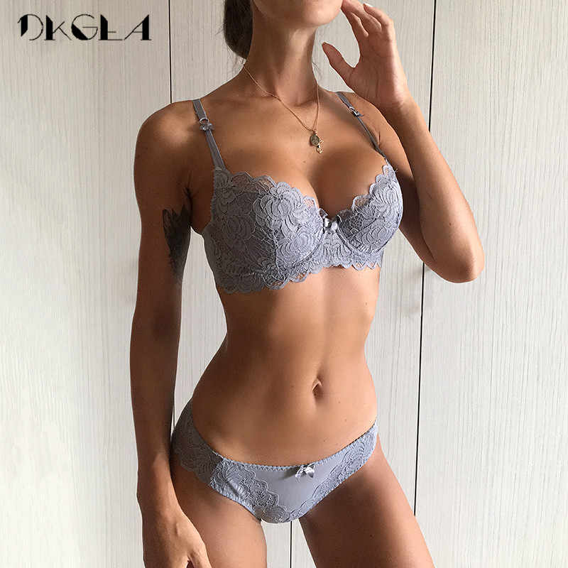 Comfortable Thin Cotton Women Underwear Sexy Bra Set Plus Size C D Cup Embroidery Brassiere Push Up Bras Lace Lingerie Set Black