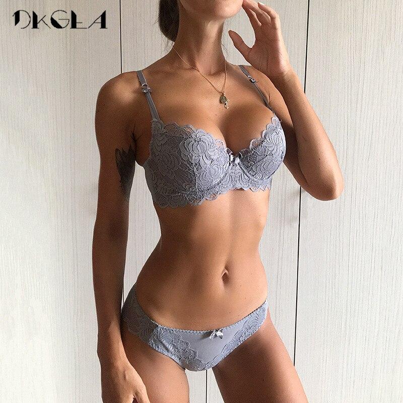 e06109ad38d Confortable mince coton femmes sous-vêtements Sexy soutien-gorge ensemble  grande taille C D tasse broderie brassière Push Up Bras dentelle Lingerie  ensemble ...
