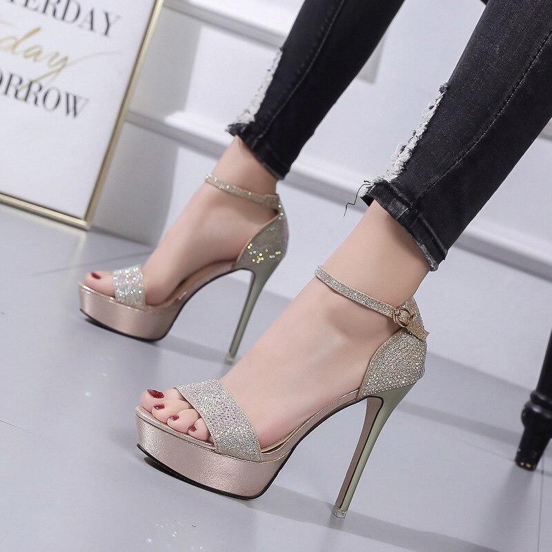 df87e7be86 Novo ouroDourado Americanos Saltos De Pé Sapatos Verão Dedo Prova Sandálias  Mulheres D  Finos Europeus E ...