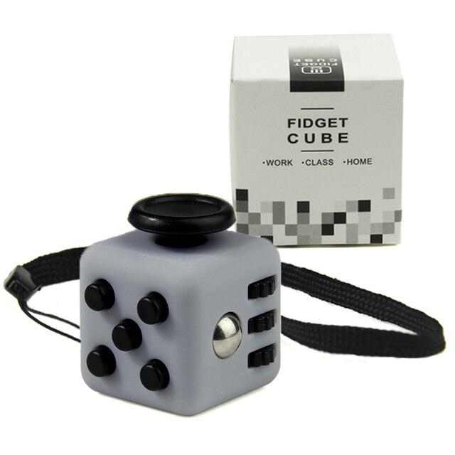 Mini Fidget Cubo de Juguete de Escritorio de Vinilo Llavero Squeeze Diversión Para Aliviar El Estrés 2.2 cm 11 Color Haga Clic Deslizamiento Flip Girar Respirar Rollo Con la Caja