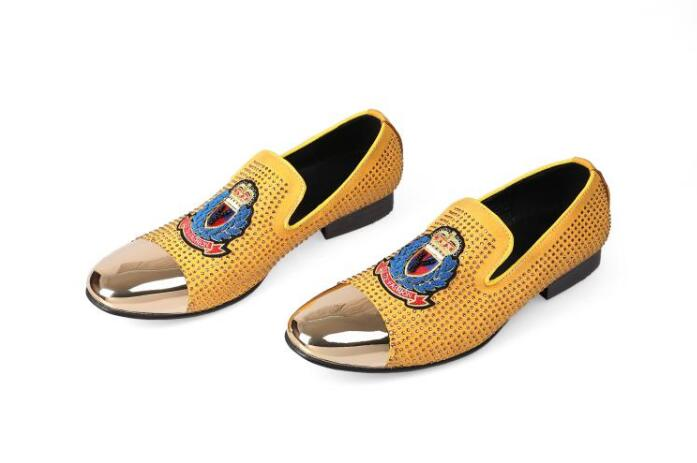 2019 New gold toe and gold full rhinestone handmade men loafers men fashion leather slippers men party wedding dress men's flats-في أحذية رجالية غير رسمية من أحذية على  مجموعة 1