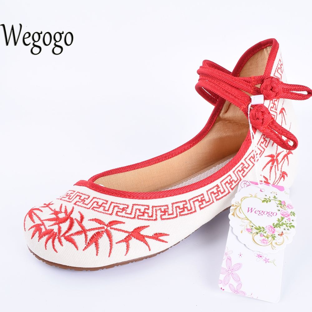 Wegogo Old BeiJing Women Canvas Shoes Blue And White Embroidered Cloth Women's Singles Dacen Walking Shoes 35-41 vintage embroidery women flats chinese floral canvas embroidered shoes national old beijing cloth single dance soft flats
