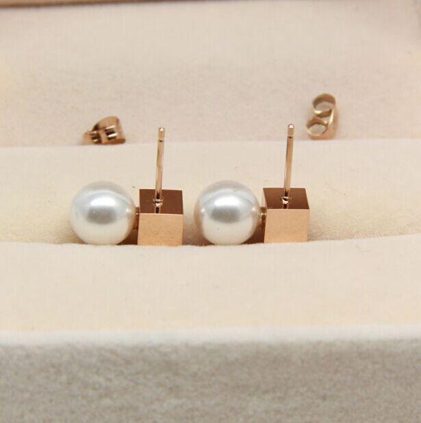 b68973a0566 Praça ligação Branco simulado pérola brincos para as mulheres Oscila o  Brinco