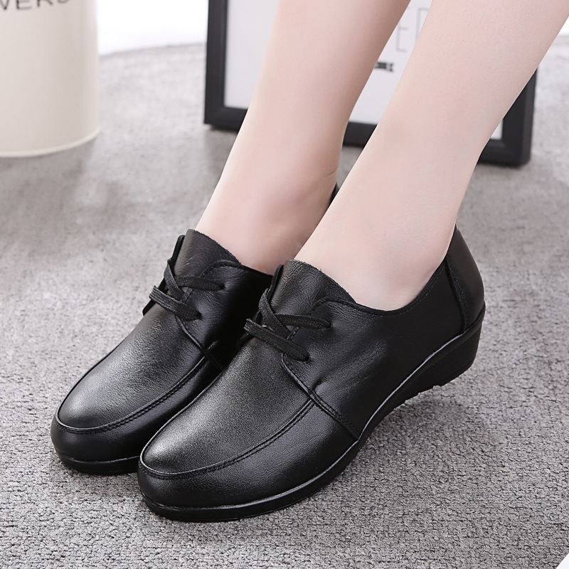 Genuine Leather Women Lofers Flats Shoes 2017 Spring Round Toe Middle Aged Women Shoes Fashion Lace up Casual Shoes Black red 10 concise lofers for women spring women flats elastic band round toe flats size 34 43 flat sole platform shoes 2016 women shoes