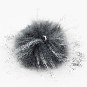 Image 4 - Furling TỰ LÀM 12 PCS Faux Lông Gấu Trúc Giả 11 CM Fluffy Pom Pom Bóng cho Hat Beanie Phụ Kiện Phụ Nữ Keychain Tay túi Quyến Rũ