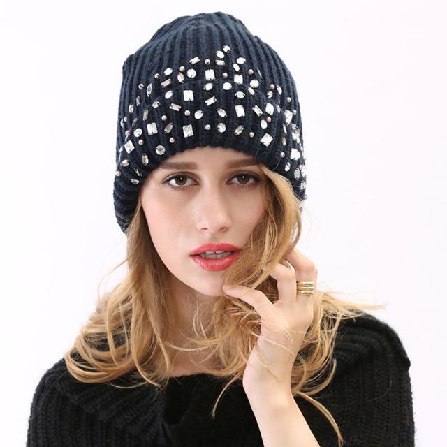 2015 nuevo llega el invierno marca sombrero hecho punto con hermoso decoración del diamante del diamante púrpura gris azul mujeres hombres Casual Skullies