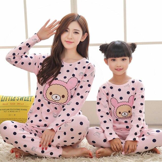 70efaa1bd Bebé pijamas familia pijamas traje 2017 Otoño Invierno manga larga madre e  hija ropa Polka Dot