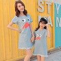 Новое Семейство Clothing Мать И Дочь Одежда Джинсовая Мать Дочь Платье Печати Симпатичные Семьи Сопоставления Одежда