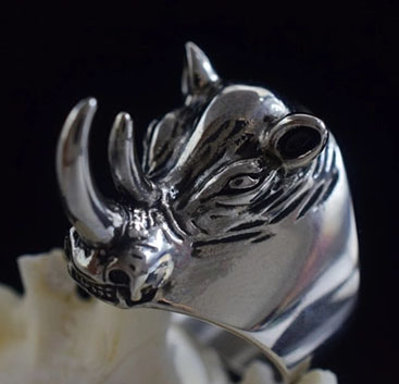 Rhinoceros Body Armor Tiger Man Domineering Titanium Steel Ring Girl Anti-Wolf Weapon Finger Buckle Self Defense Ring