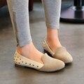 2016 A Nova Primavera e Verão sapatos da moda Preguiçosos Sapatos Casuais Rebites Mulheres Planas Sapatos Único Grande Tamanho 31-43