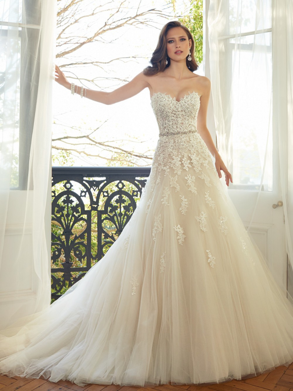 Sweetheart Light Champagne Lace Applique Wedding Dress With Color Beading Sash Bridal Gowns In Stock Robe